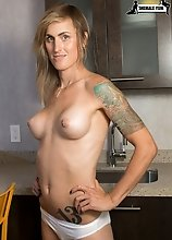 Hot, fit and gorgeous! Grooby girl Sami Price is going to be a big hit! Sami has a smoking hot and fit body, big boobs with pierced nipples, long sexy